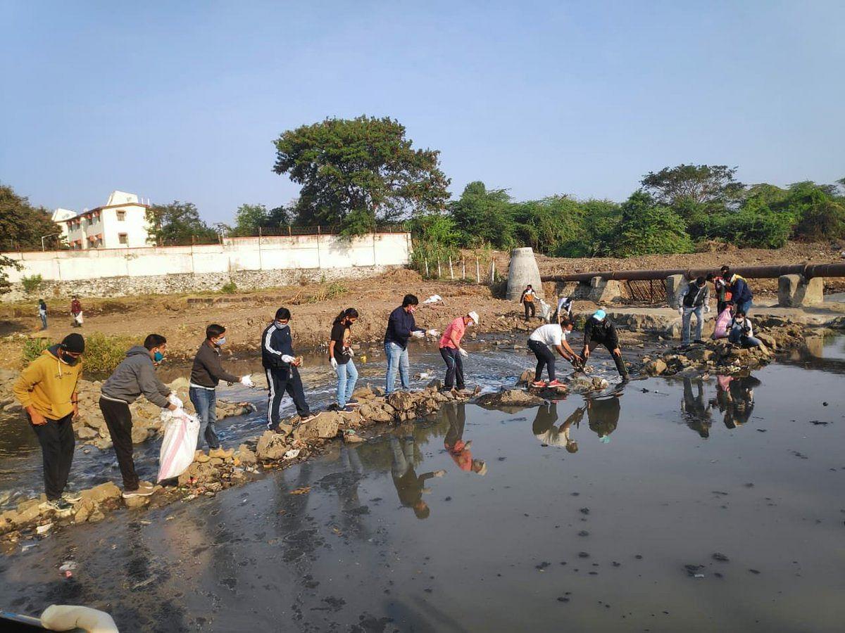 AMC cleans 15-km stretch connecting Kham River