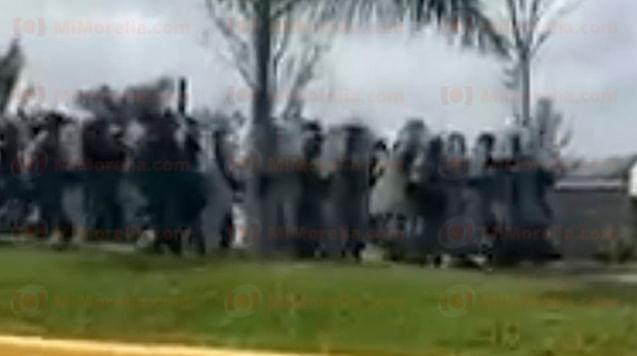 Pobladores exigen seguridad en cuartel de Coalcomán y los desalojan