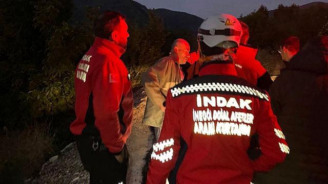 Hombre se une a brigada de rescate y se da cuenta que lo buscaban a él