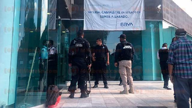 Hombre muere en zona de cajeros de un banco en Morelia
