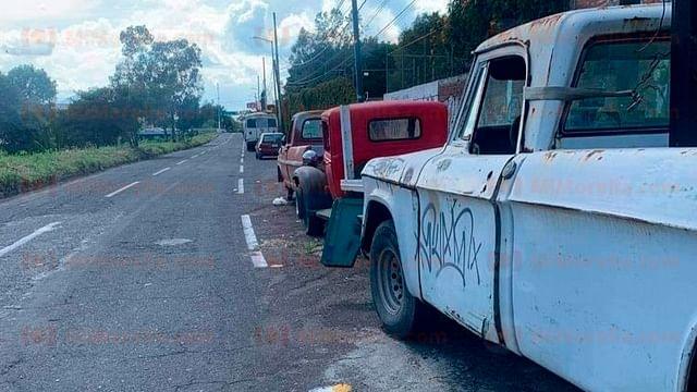 Vecinos denuncian que ladrones se esconden en autos abandonados, en Morelia