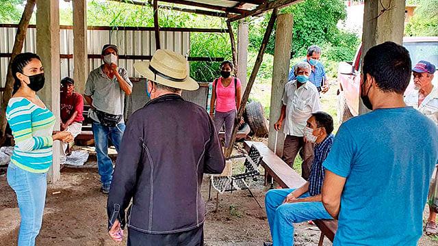 Se reúne Fanny Arreola con la Unión de Veladores Los Pajaritos