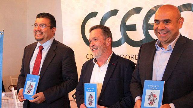 "Presenta Diego Salcido libro de autoayuda ""Atrévete por Ti"""
