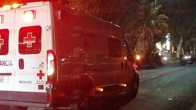 Vehículo embiste a motociclista en avenida Madero