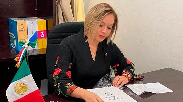 Bucarán Yarabí Ávila y AMLO recursos para dignificar trabajo docente