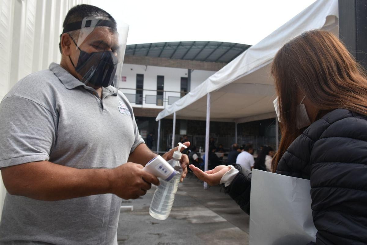 Covid-19: 9 mil 792 contagios en un día, en México