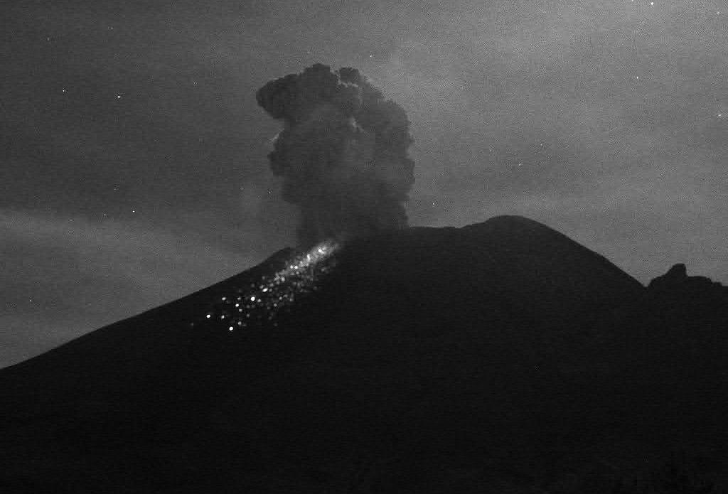 Popocatépetl vuelve a generar explosión; piden no acercarse