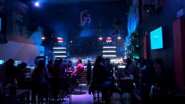 En Morelia: amplían una hora cierre de bares e incrementan aforo a la mitad
