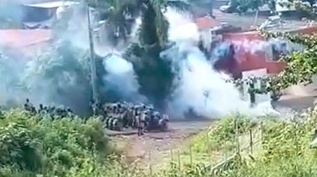 Se enfrentan a balazos en Charapendo, Michoacán