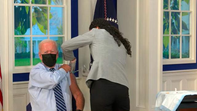 Joe Biden recibe tercera dosis de vacuna contra Covid-19