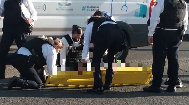 Motociclista derrapa sobre la Madero y termina en hospital, en Morelia