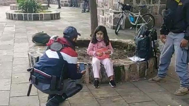 Hallan a niña de 8 años sola en el centro de Morelia; buscan a su familia