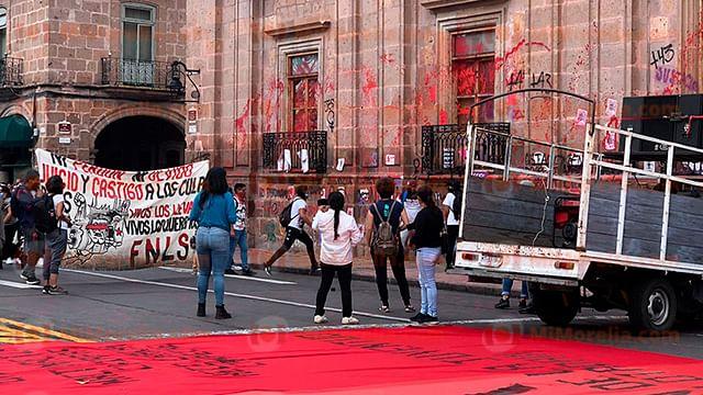 Normales de Michoacán, entre la lucha por la educación y el vandalismo