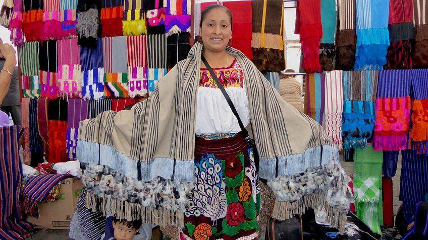 Rebozos de tejedores michoacanos se venderán en feria artesanal mexicana