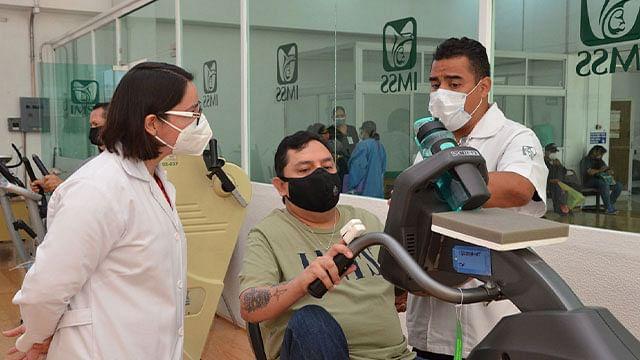 IMSS brinda rehabilitación integral a paciente recuperado de Covid-19