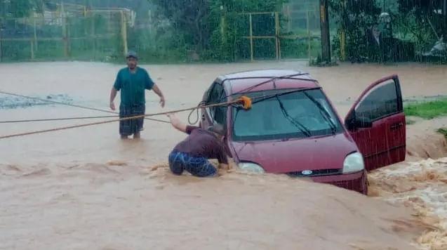 Michoacán: lluvias provocan inundaciones en Lázaro Cárdenas