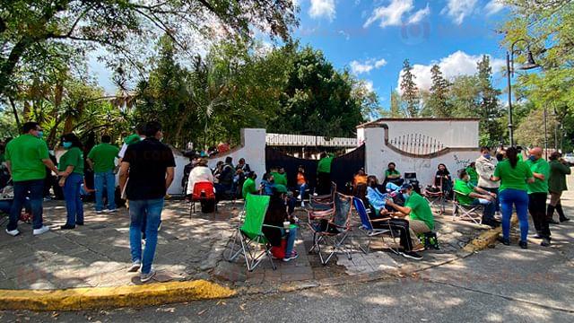 Adeudan 6 mdp en uniformes a trabajadores del DIF Michoacán