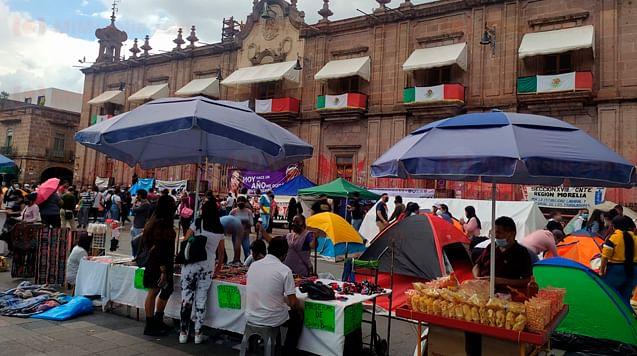 CNTE, normalistas y ambulantes se plantan en centro de Morelia