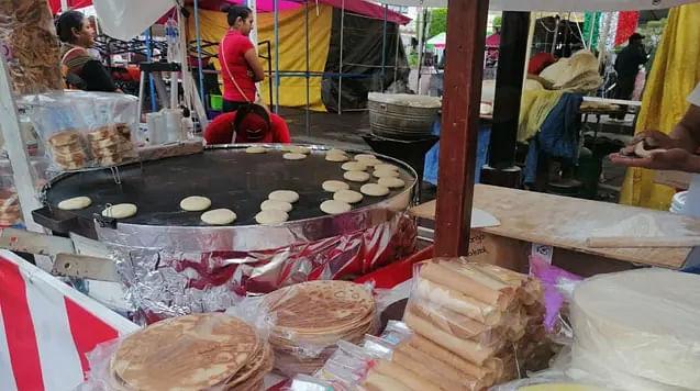 Insisten comerciantes; quieren vender en plaza Valladolid en días patrios en Morelia