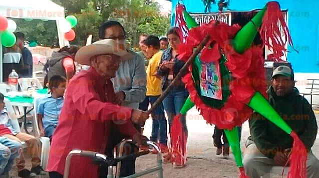Festeja sus 111 años de vida don Adolfo y es de Michoacán