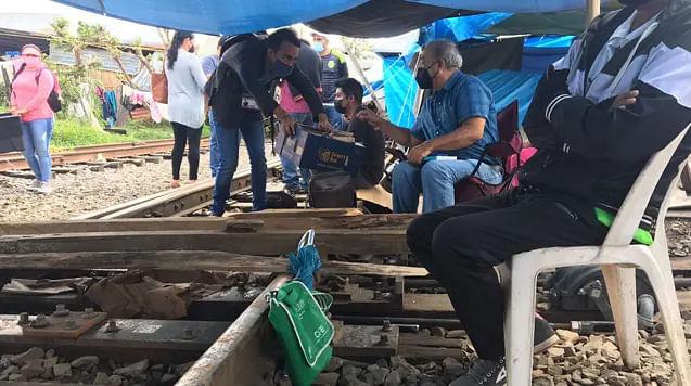 Vías del tren en Michoacán, 67 días bloqueadas, y contando