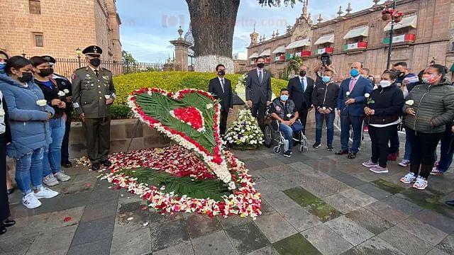 Izan bandera a media asta y recuerdan a víctimas del 15-S de Morelia