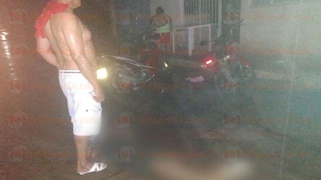 Michoacán: muere electrocutado al retirar un cable que cayó en su moto