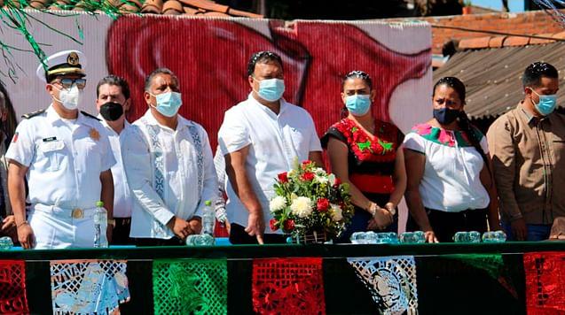 Encabeza Julio Arreola conmemoración del natalicio de Morelos en Janitzio