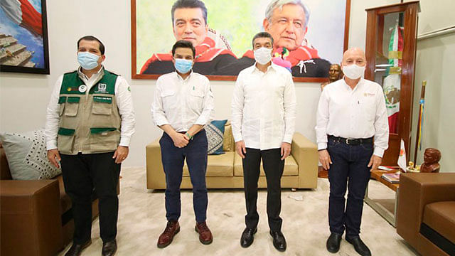 IMSS, gobernador de Chiapas y autoridades de salud evalúan avances de vacunación