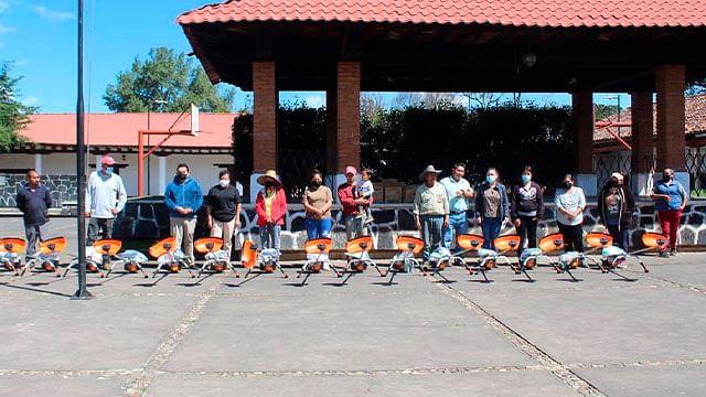 Entrega Gobierno de Pátzcuaro herramienta agrícola en San Juan Tumbio
