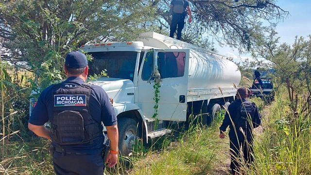 Aseguran pipa con 40 mil litros de huachicol cerca de la Morelia-Salamanca