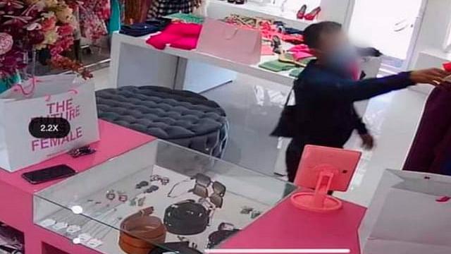 Detienen a acusado de asaltar una farmacia con una pistola de juguete