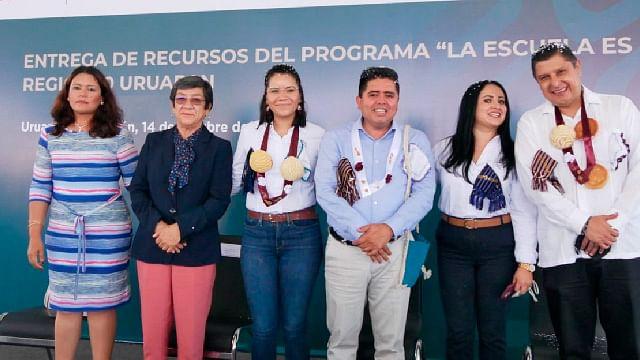 """Michoacán: Entregan recurso a 7 planteles del programa """"La escuela es nuestra"""""""
