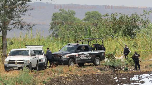 Hallan en barranco a un hombre muerto y maniatado, en Michoacán