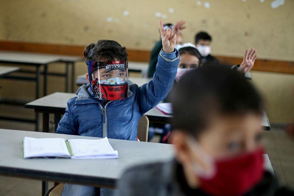 No habrá motivo para no regresar a las aulas en nivel básico: Bedolla