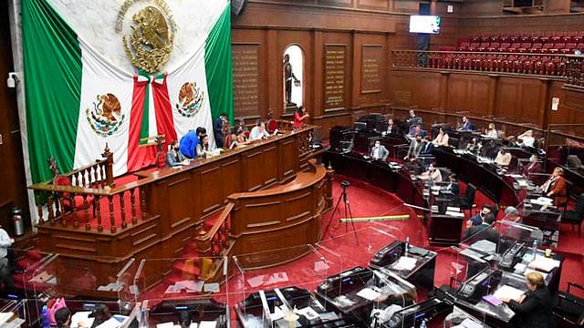 En bloques, diputados se disputan espacios en Congreso de Michoacán