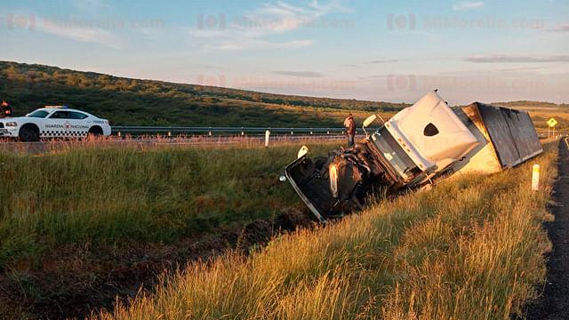 Se registran tres accidentes de tráileres en la Autopsita de Occidente