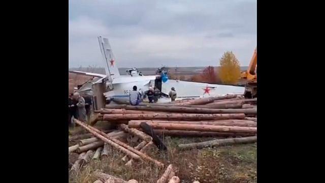 Avión se desploma en Rusia y mueren 16 personas