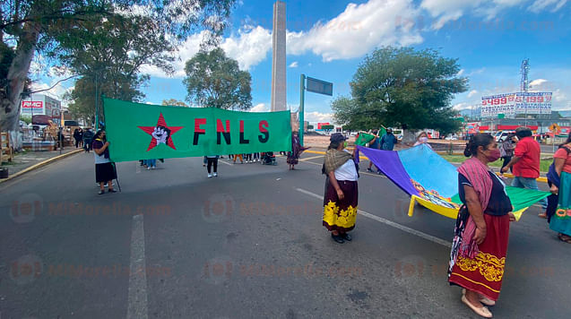 De manera pacífica se realizó marcha por el Día de la Raza en Morelia