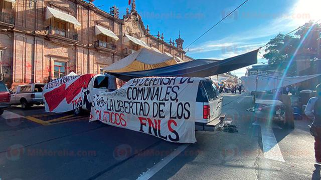 FNLS extiende su manifestación y se planta en avenida Madero, en Morelia