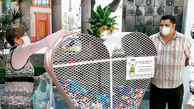 Gobierno de Zamora entrega 2 toneladas de tapitas a Banco de Tapitas A.C.
