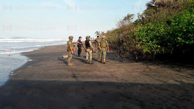 Localizan a 3 hombres torturados y asesinados en playa de Michoacán