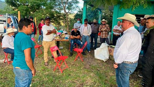 Comuneros de Madero logran compromiso del edil para obra de agua potable