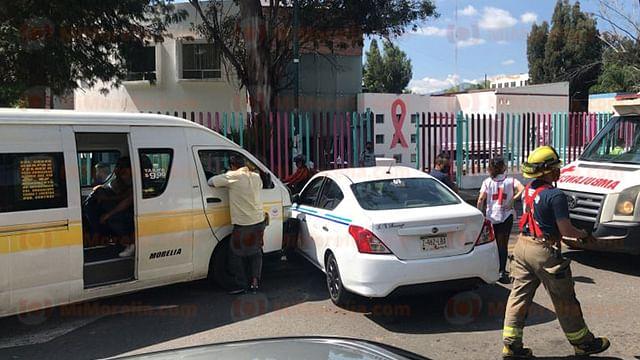 Choque entre combi y taxi deja 11 heridos en la Ventura Puente