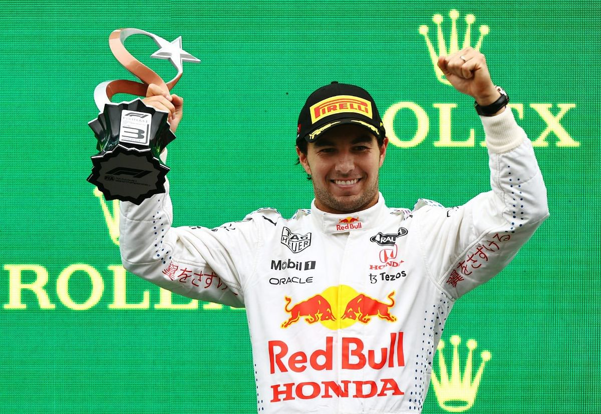 Checo Pérez consigue podio en el GP de Turquía; se queda en 3ro