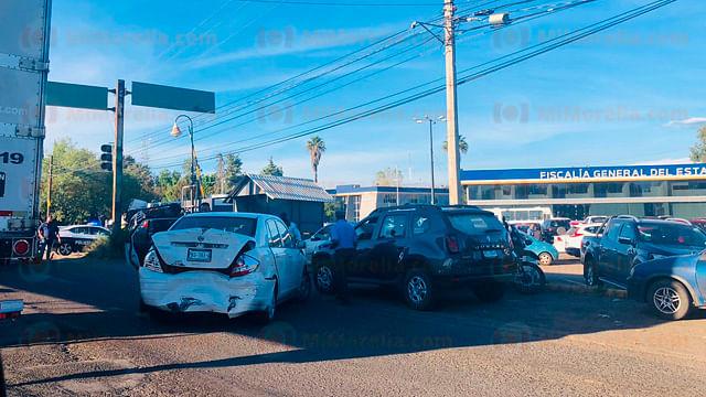 Fuerte choque a las afueras de Policía y Tránsito en Morelia
