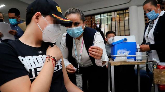 Vacunan contra Covid a 33 niños que se ampararon, en Michoacán