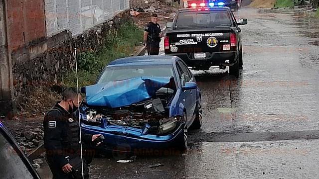 Michoacán: atacan a balazos a pareja en su auto; él murió y ella quedó herida