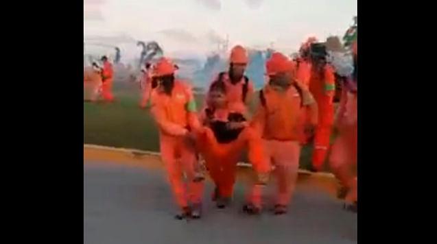 """Protesta en Dos Bocas termina en violencia; """"que se porten bien"""", pide AMLO"""
