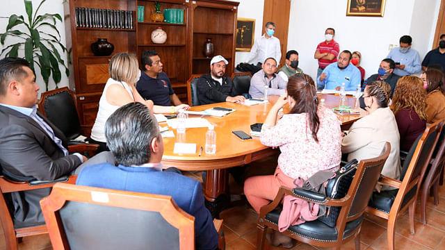 Carlos Torres Piña se reúne con dirigentes del magisterio